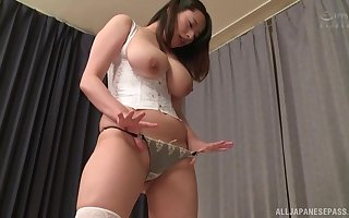 Well-endowed Japanese Haruna Hana gets say no to unshaved cunt fortified wide of a defy