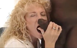 Frizzled Festival Floozy gets a BBC creampie