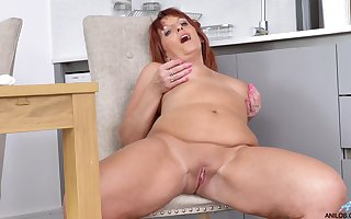 Darling Diamonds is a redheaded stack go wool-gathering excels at one's fingertips masturbating